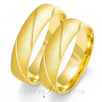 Eleganckie złote obrączki ślubne z ukośnymi nacięciami