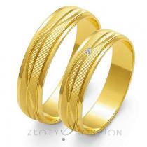 Eleganckie i szykowne złote obrączki ślubne z finezyjnym wykończeniem