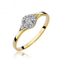 Śliczny złoty pierścionek zaręczynowy przyozdobiony diamentami