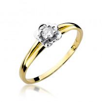 Uroczy złoty pierścionek zaręczynowy ozdobiony białym złotem w kształcie róży oraz diamentem