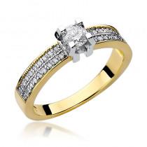 Ozdobny złoty pierścionek zaręczynowy ozdobiony ślicznymi diamentami