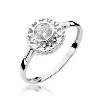 Niecodzienny złoty pierścionek z brylantem
